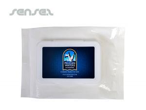 Antibakterielle Nass wischtücher in weißen Packungen
