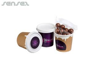 Schokoladenüberzug Kaffeebohnen in Kaffeetassen